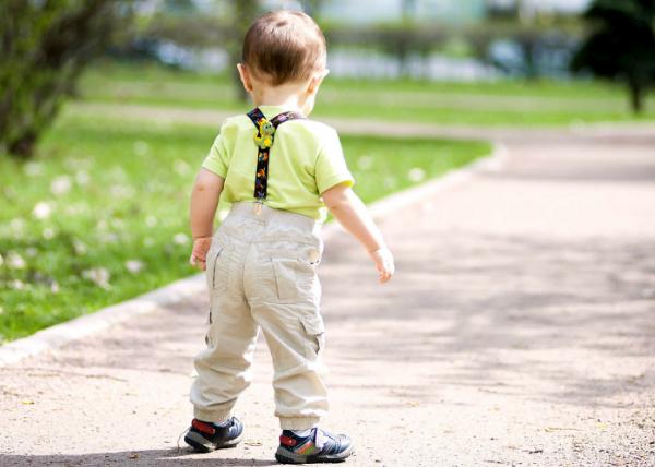 Moje dziecko jest niezdarne? Przewraca się o własne nogi? Dyspraksja co to takiego?