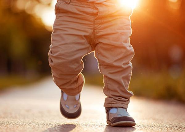 Pierwsze kroki dziecka – czyli pionizacja krok po kroku