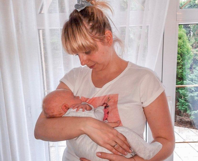 Propozycje noszenia dziecka od narodzin do 3 miesiąca życia – alternatywy dla pozycji fasolki.
